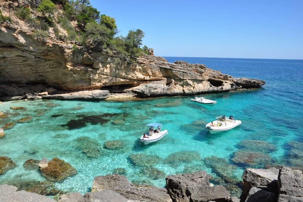 Il fascino di Cala Biriola, altra tappa di Flamar Vacanze